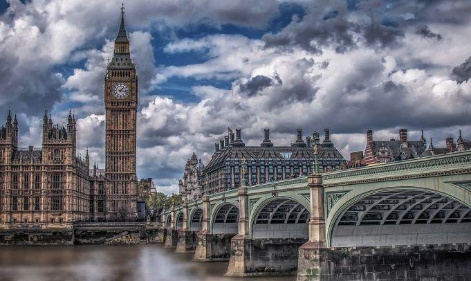 Sporazum o Bregzitu Tereze Mej poražen u Parlamentu
