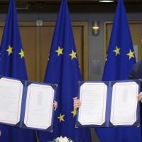 Zvaničnici EU potpisali trgovinski sporazum sa Velikom Britanijom