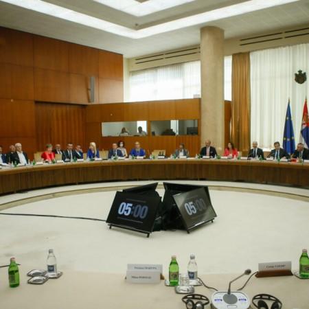 Posrednici iz EP održali tri sastanka sa Dačićem, neslaganja oko dokumenta o izbornim uslovima