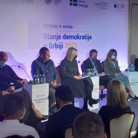 Dve decenije od 5. oktobra, pitanje da li je Srbija uopšte i dalje demokratija